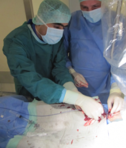 Dr. Jubran bei einer OP im Klinikum Lippe