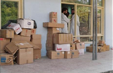 Hilfsgüter und Geräte für die Flüchtlingscamps in Pakistan und in Afghanistan