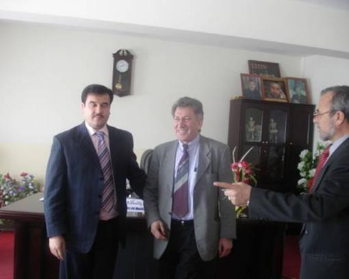 Dr. Quaderi mit Vertretern der medizinischen Fakultät Kabul